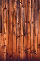 Ideas para decorar una habitación con paneles de madera oscura