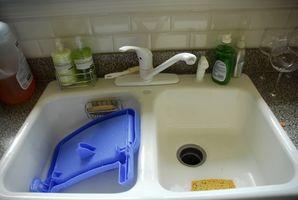 Cómo cambiar un fregadero de la encimera con una bajo cubierta