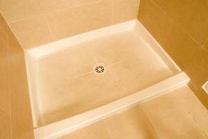 Cómo instalar una bandeja de la ducha sobre una losa elevada