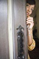 Cómo aplicar una puerta de chapa de madera