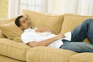 Cómo arreglar un sofá en una pequeña sala de estar