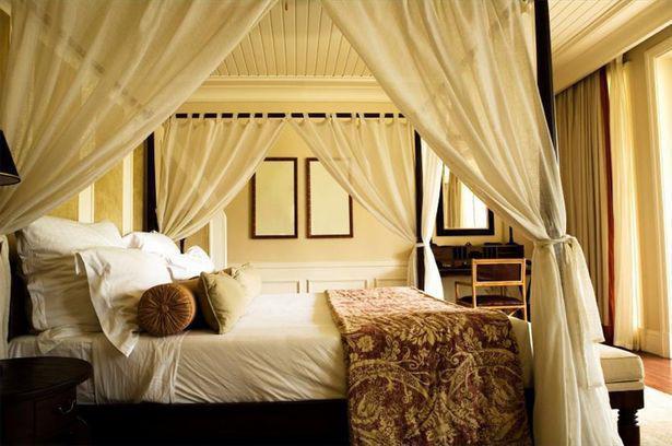 Cómo instalar una cortina de cama dosel - Journalisimo.com