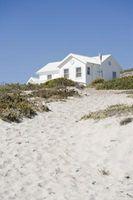 Cómo decorar una casa de playa en una paleta de colores neutros