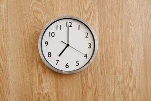 ¿Cómo alto para colgar un reloj de pared