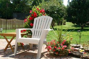 Cómo hacer jardinería de contenedor para hacer una pantalla de colores vivos en tu terraza o Patio