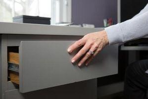 Cómo instalar a un cajón del escritorio